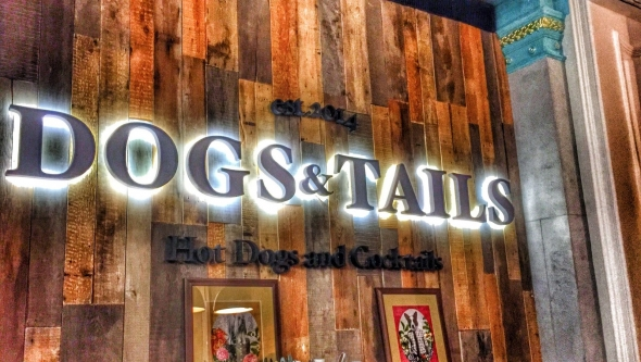 DOGS&TAILS